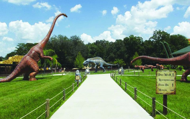 Dinosaur World Introduces New Shows For 15th Year