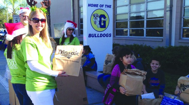 Mosaic, Feeding America Tampa Bay Distribute 700 Holiday Meals To Gibsonton School