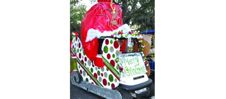 River Hills Hosts Christmas Golf Cart Parade