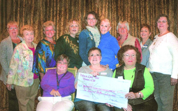 Valencia Lakes West Women's Club Awards Scholarships To Community