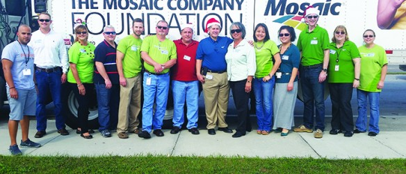 Mosaic, Feeding Tampa Bay Serves 700 Holiday Meal Boxes To Gibsonton Elementary Students